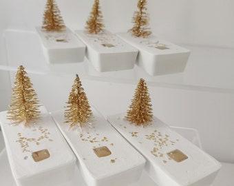 Set de six compositions de béton blanc et mini sapins dorés