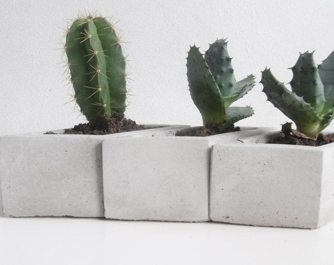Trio of cache pots in grey or white concrete