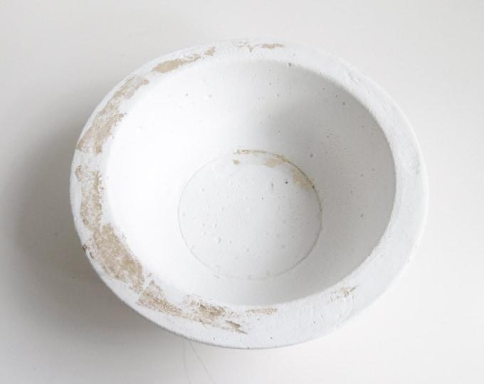 Coupe Eclat - béton blanc, pointé d'or - 19 cm