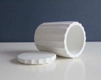 Boite de rangement en béton blanc