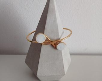 Bracelet ring gilded steel and white concrete