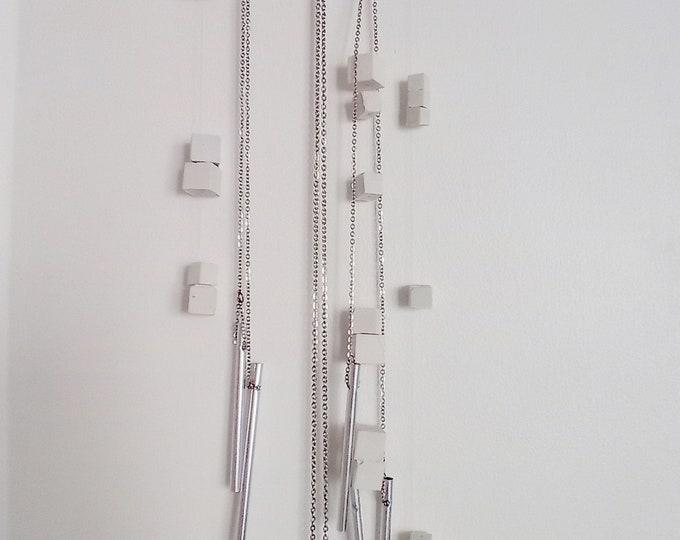 Suspension béton blanc et carillon argent