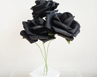 Série La vie en roses - Trio sur socle de béton blanc