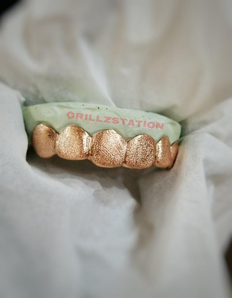 Diamond Dust grillz - Custom gold grillz ( Silver , 10K-14K GOLD )