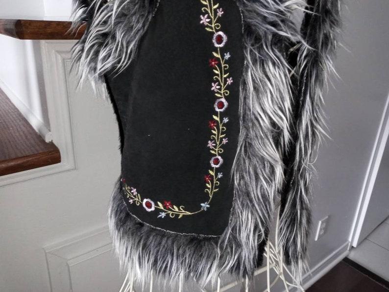 grey girl woman extra small hippie boeme country western Amerindians SHAGGY jacket sleeveless black