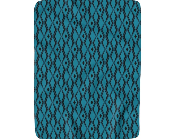 Tiki Diamond Sherpa Fleece Blanket In Blueberry