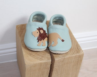 Running shoes, leather dolls, baby booties, baby dolls
