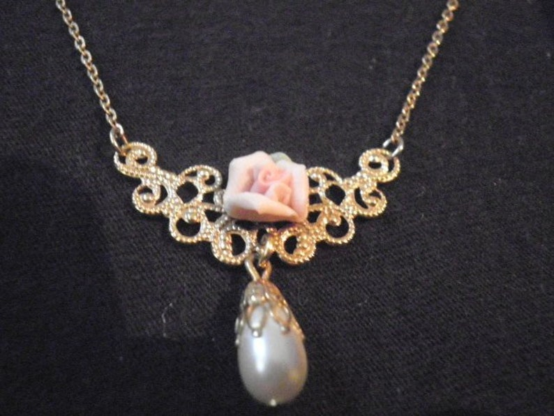 4a855efbce90e 1928 brand porcelain rose and faux pearl gold tone necklace.