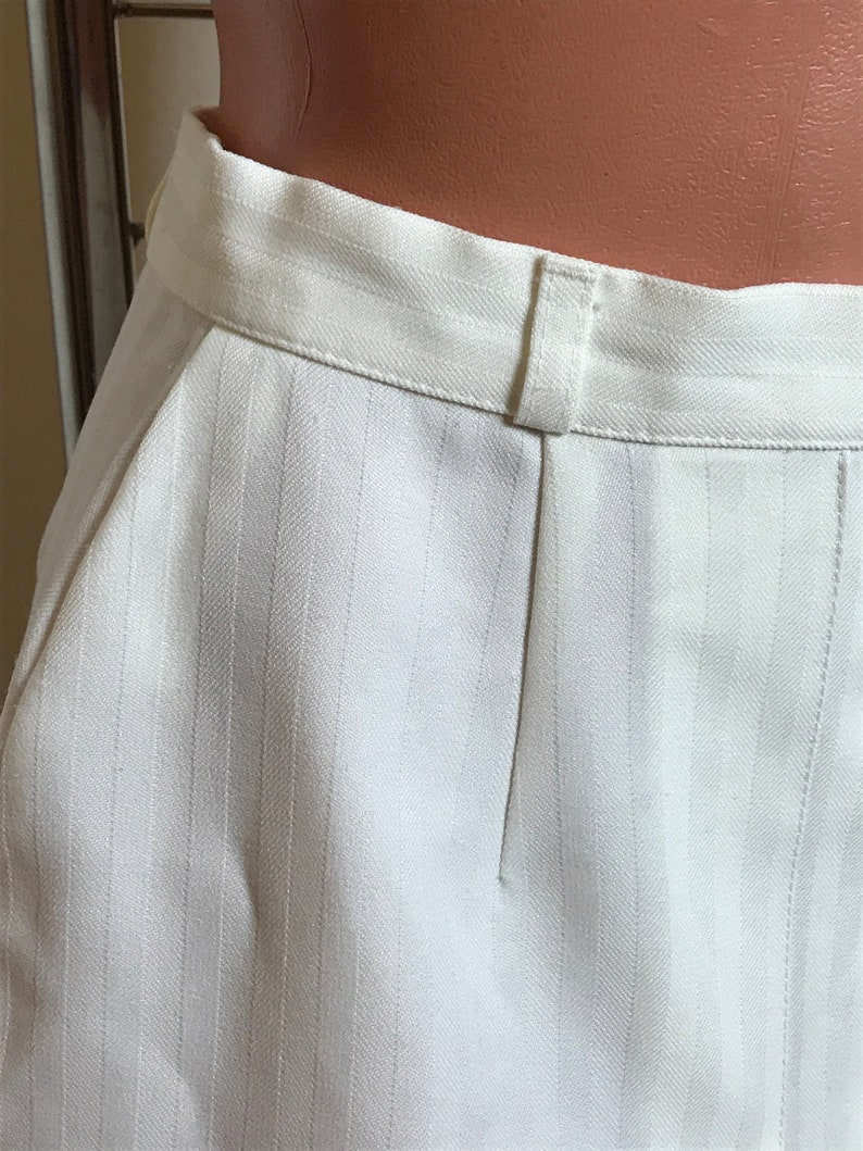 A-line design White vintage skirt pleated front striped texture below-the-knee length small size