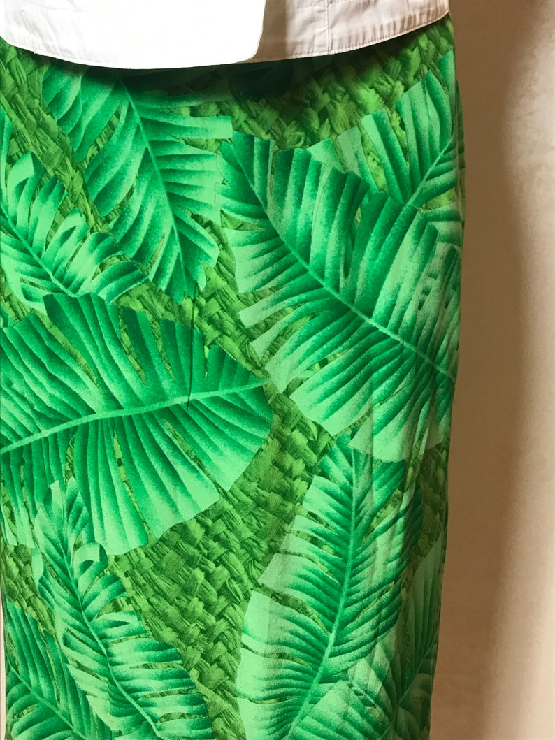 summer skirt silk fabric straight design knee length Green vintage 80s skirt plants print medium size
