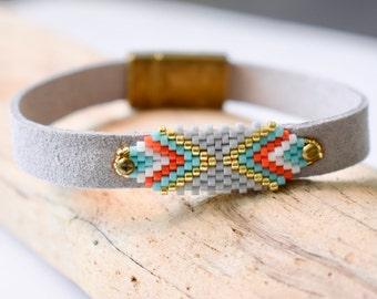 Seed Bead Bracelet, Chevron Bracelet, Peyote Bead, Loom Pattern Bracelet, Faux Suede Bracelet, Boho Bracelet, Vegan Bracelet