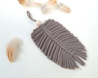MAKRAMEE FEDER / BLATT, pendant, ribbon yarn knotted, decoration