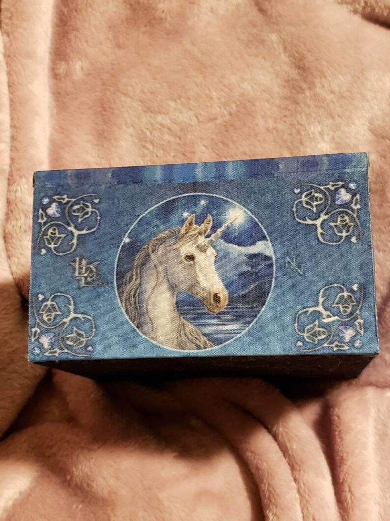Beautiful scene on top and all 4 sides with black felt inside and on bottom Dimensions 4long x 4wide x 2.5 tall Unicorn box with miror