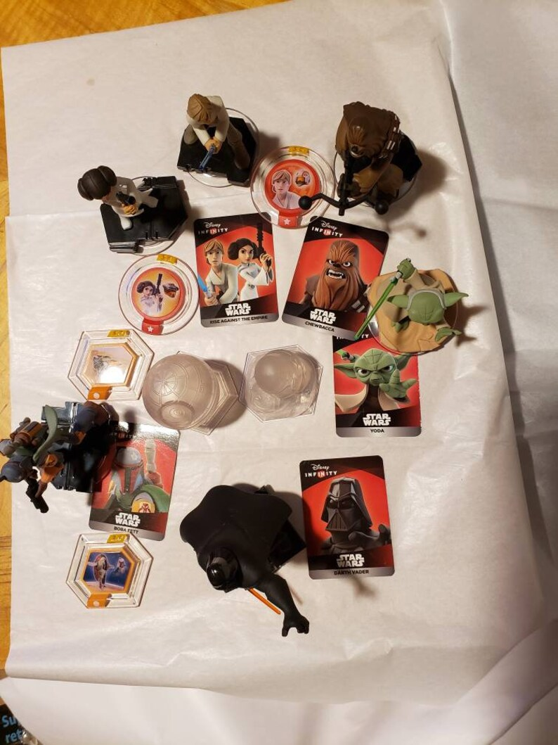 Yoda and Leia. Disney Infinity Star Wars lot of 6 characters 2 playsets and 4 discs Chewbacca Luke Bobafet Darth Vader