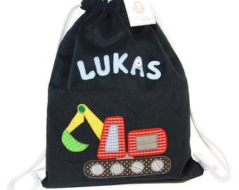 ffc8ff7c2f6a9 Granatowy, imienny worek plecak z koparką, worek na kapcie do przedszkola  dla chłopca, personalizowany plecak z koparką i imieniem dziecka