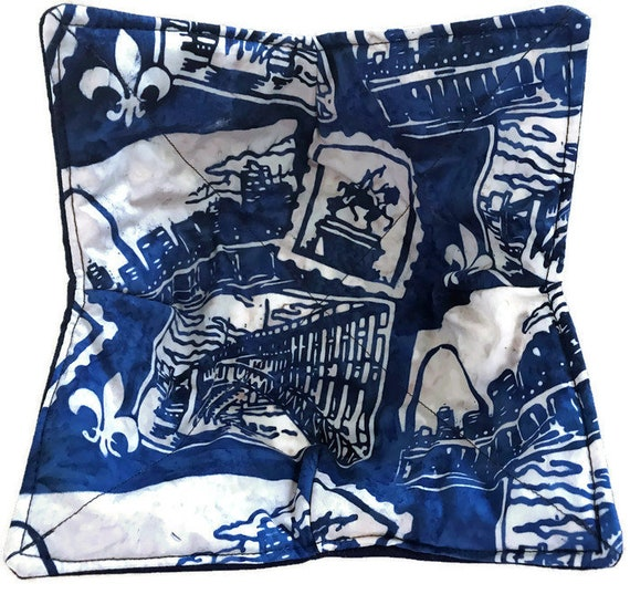 Microwavable bowl cozy, St. Louis Monuments, Quilted, reversible, pot holder, cozy or trivet.
