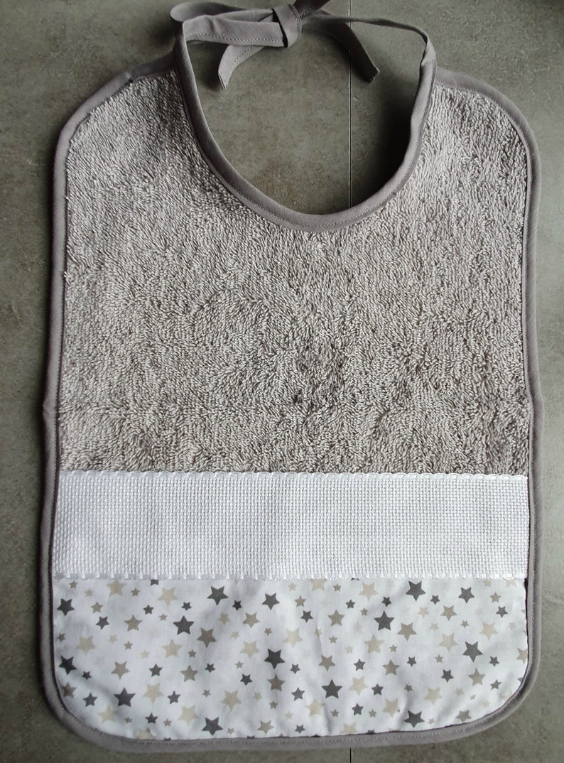 Bib embroidered with baby/'s first name or embroidery