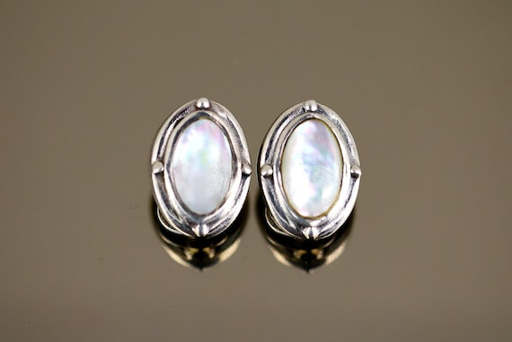 Oval Shape MOTHER OF PEARL /& 925 Sterling Silver Earrings Spiral Design