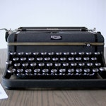 1942 Royal Companion Vintage Typewriter | Black speckled | SERVICED AND CLEANED | Works great! | Original Case