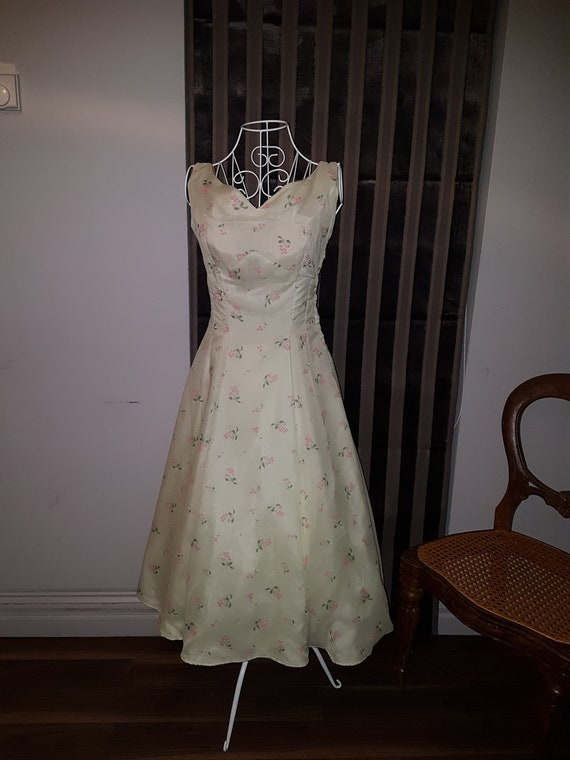 Vintage 1940's Pale Green Chiffon lined Dress with