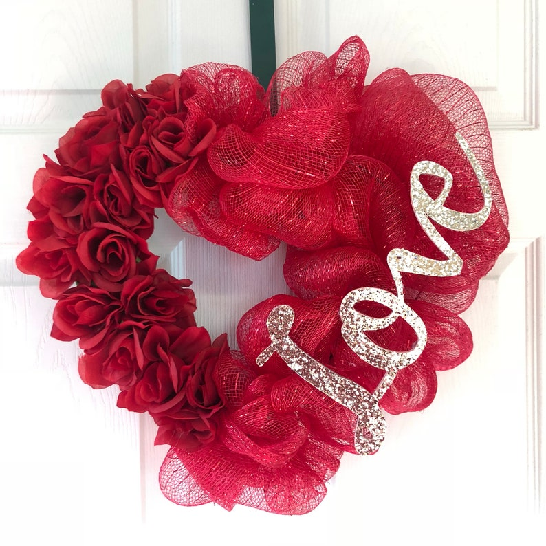 Red Deco Mesh and Rose Heart Shaped Wreath w Gold Glitter Love Sign for Valentine/'s Day