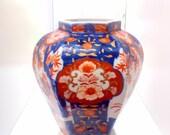 Japanese Imari Vase, Blue and Red Flower Pattern.