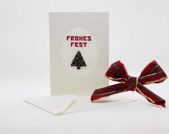 """Handgestickte beige Weihnachtskarte """"Tannenbaum"""" mit eingestickten Perlen als Christbaumkugeln"""