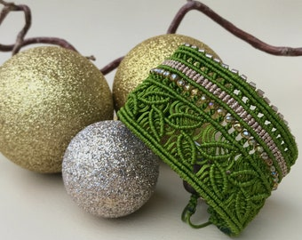 Wide macrame bracelet, cuff band bohostyle bohochic, bracelet leaves, handmade macrame jewelry, length adjustable