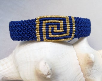Macrame bracelet Greek style in royal blue, bracelet with meander, jewelry hypoallergenic, adjustable length, many colors possible