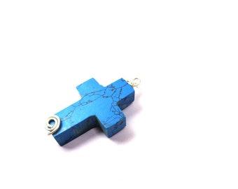 0e8d269727e8 Colgante de cruz azul turquesa hecho a mano