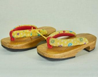 684de3eb06ecc Japanese Wooden Child s Geta Shoes – Vintage décor - Japanese Vintage  sandals – Art Home Decor