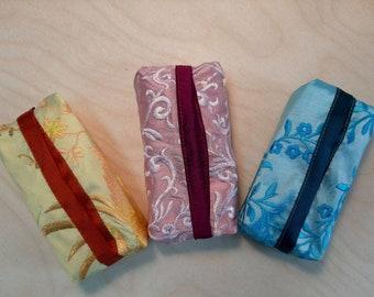 Set of 3 handkerchiefs bags Tatütata in embroidered doupion silk