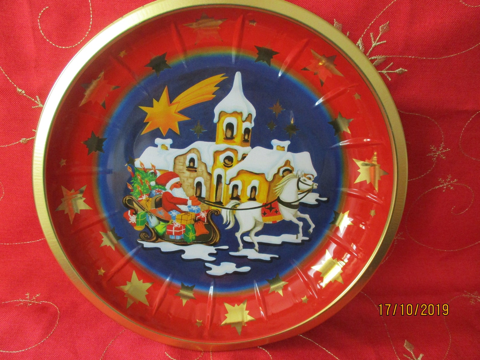 Christmas plate each metal, vintage, collectible plate, cookie plate, colorful plate