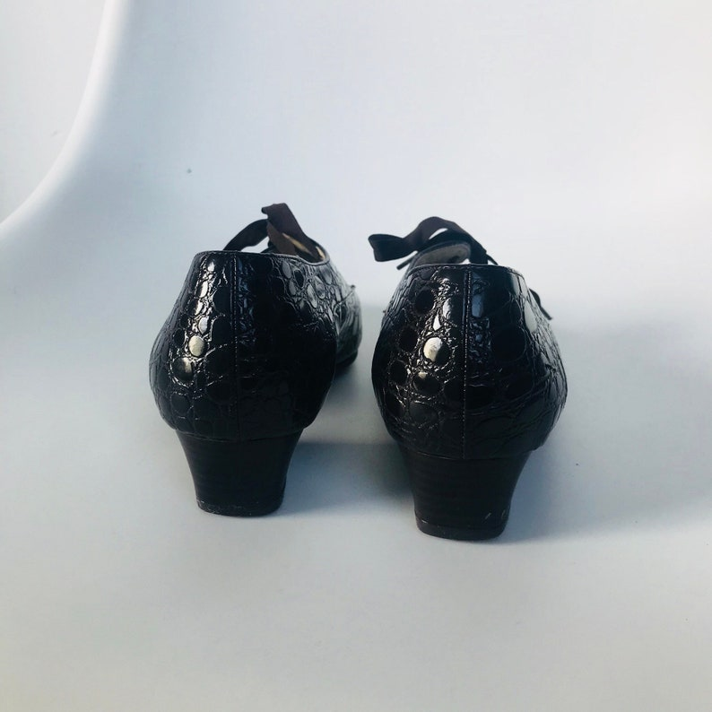 06747b33fa49b Vintage dark brown patent leather shoes with krokoprint/leather vintage  pumps Size 37