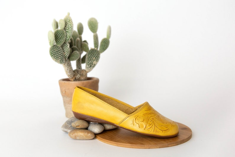 be83cce6492 Women s Mexican Huarache Sandals TOOLED style YELLOW
