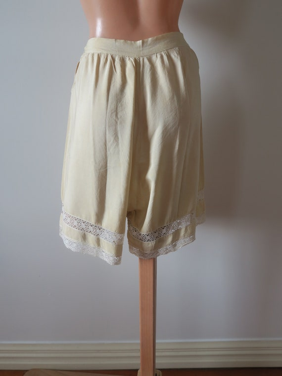 Vintage early 1900's 100% Silk Embroidered Creme … - image 2