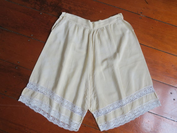Vintage early 1900's 100% Silk Embroidered Creme … - image 6