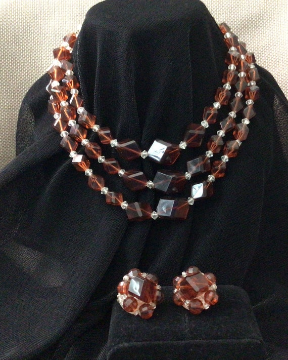 Amber bead necklace with cluster earrings.