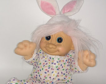 """NEW IN ORIGINAL WRAPPER 2/"""" Russ Miniature Troll Doll EASTER SWEETHEARTS"""