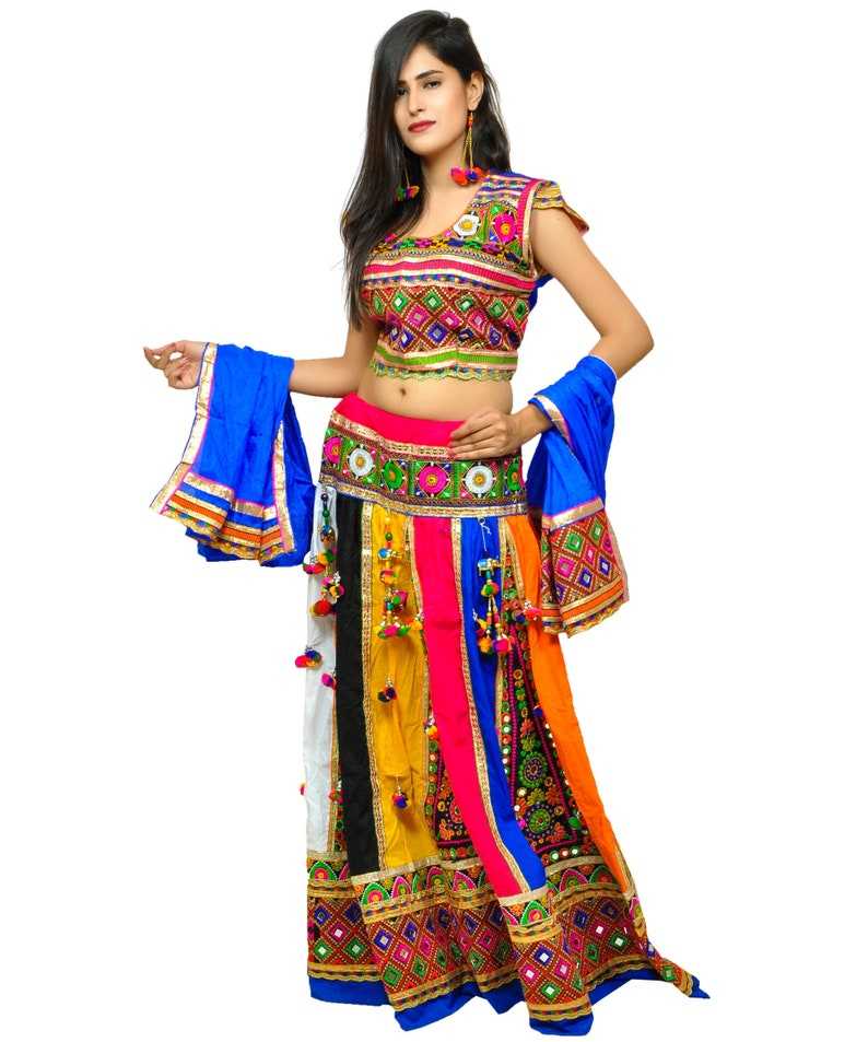 1758b18a83b64 2018 Gujarati Traditional Colorful Navratri Chaniya Choli