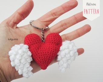 Heart keychain amigurumi free crochet pattern - Amigu World | 270x340