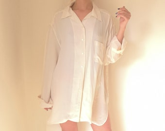 e4d0e8cecb750d Easy Silk Blouse // Vintage Button Up Oversize White Cream Long Sleeve Top  Baggy Blouse // Ivory T Shirt // Oxford Top