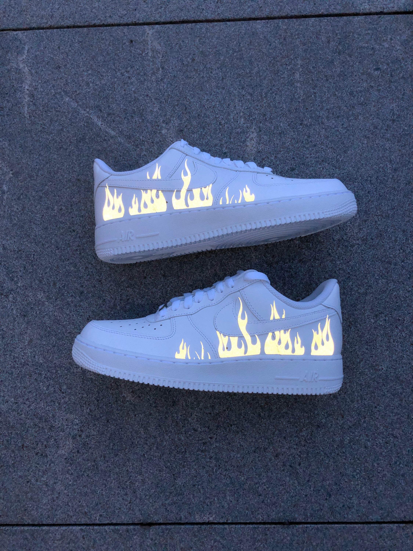 Sneaker personalizzata Nike Air Force 1 Flame (Riflettente!) 3M Fire Air Force 1 riflettente Unisex Air Force 1 Custom Sneaker Travis Scott