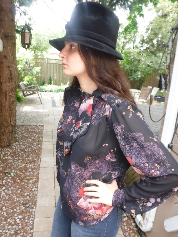 Retro floral print pussy bow blouse