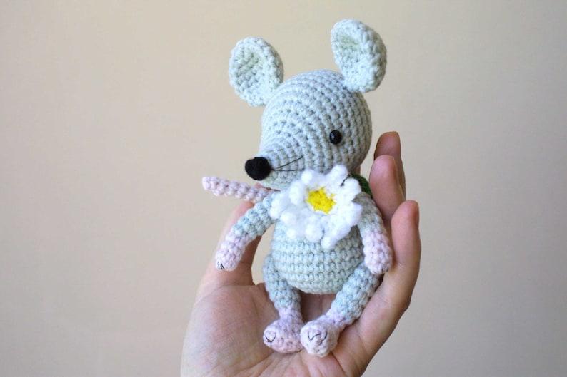 Lisa the crochet mouse - A free crochet pattern. Yarnhild.com | 529x794