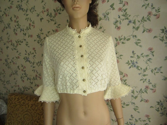 deadstock 70s80s cream folk blouse with lace details and small stand-up collar hungarian blouse size M Dirndlbluse camicia tirolese