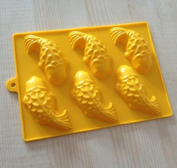 6-Donut Helix  Cake Mold Cookie Mould Flexible Silicone Soap Mold Chocolate