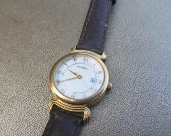 08d0b699e Vintage Authentic Fossil Goldtone Face Women's Watch w Brown Leather Strap