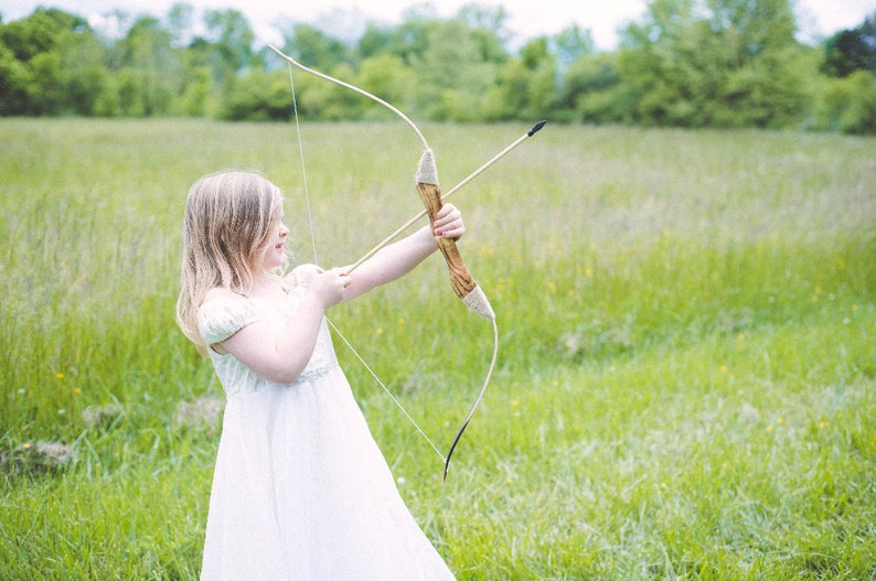 Children's Wooden Longbow with Set of 5 arrows image 0
