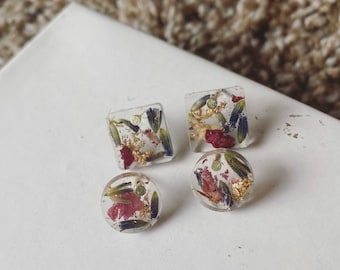 Dried Flower and Gold Leaf Stud Earrings | Studs | Gold